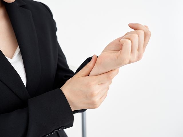 手首にかかる負担が蓄積されると腱鞘炎が発症します