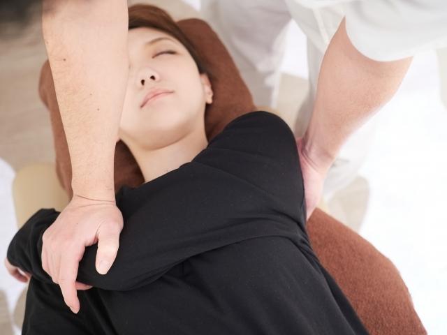 肩関節や姿勢を矯正する施術で症状を改善します